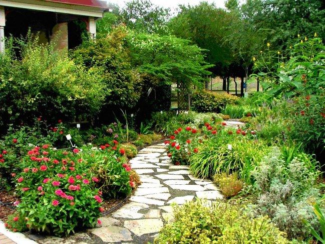 amazing-mediterranean-garden_107861-1400x1050